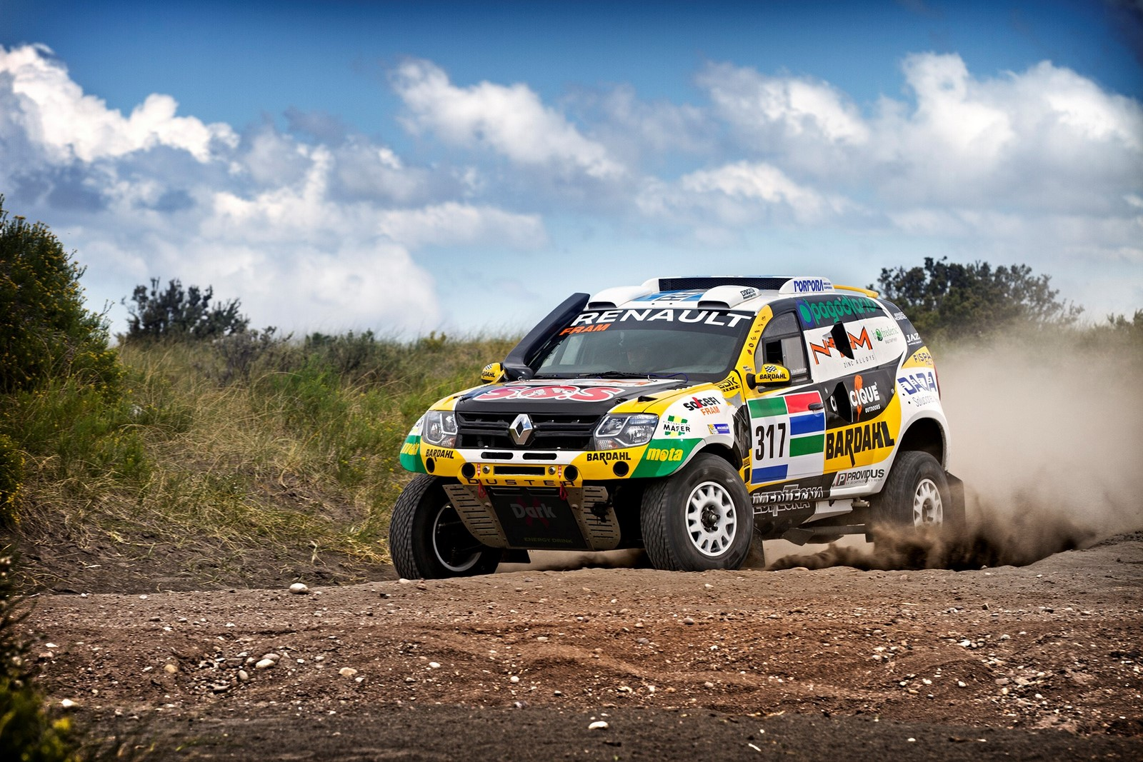 Renault-will-compete-in-the-2016-Rally-Dakar-with-a-Duster-1